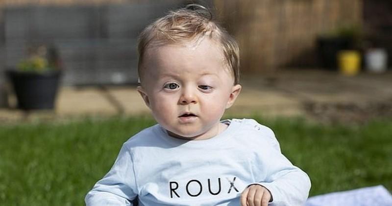 En Angleterre, ce petit garçon survit à une tumeur cérébrale et célèbre son premier anniversaire à la maison