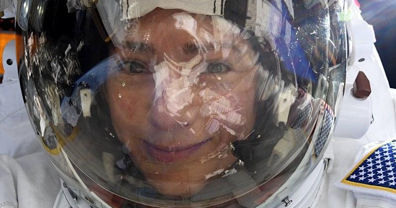Cette astronaute a réalisé l'un des selfies les plus cool de tous les temps