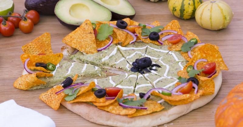 La pizza guacamole, la recette terriblement mignonne à préparer pour Halloween !