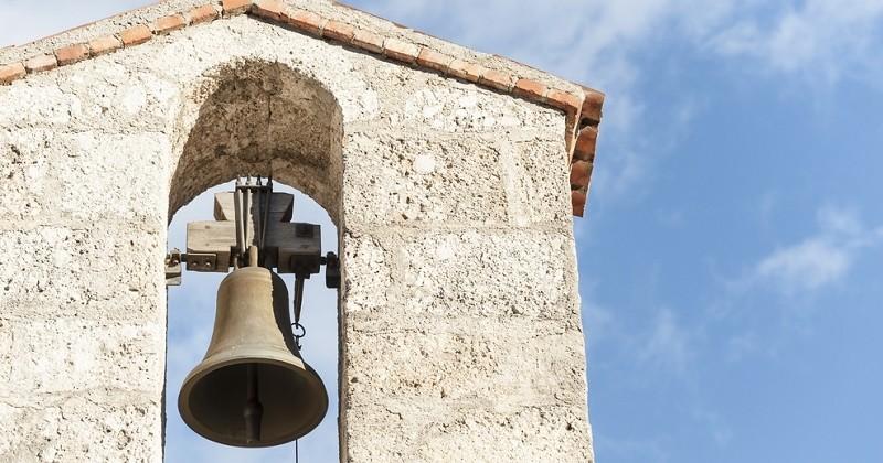 Une vacancière veut faire taire la cloche de l'église qui la réveille tous les matins