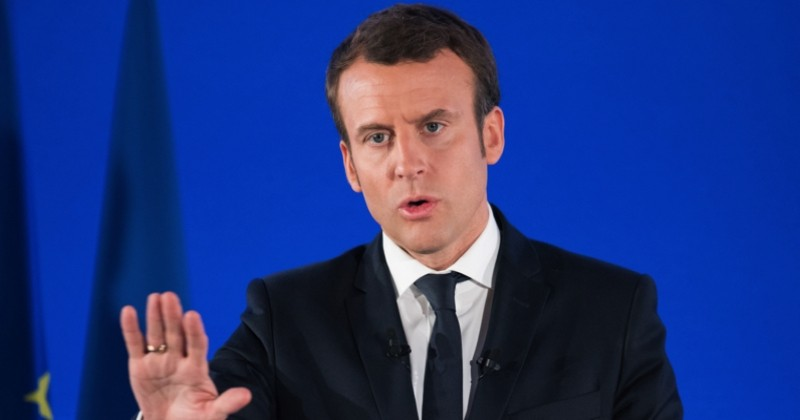 «Il y en a qui déconnent», les propos d'Emmanuel Macron qui passent mal