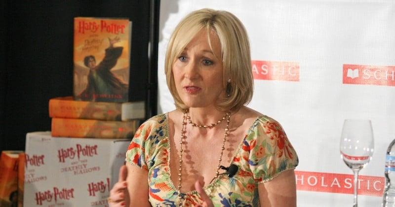 J.K. Rowling révèle avoir été victime de violences conjugales et d'agressions sexuelles