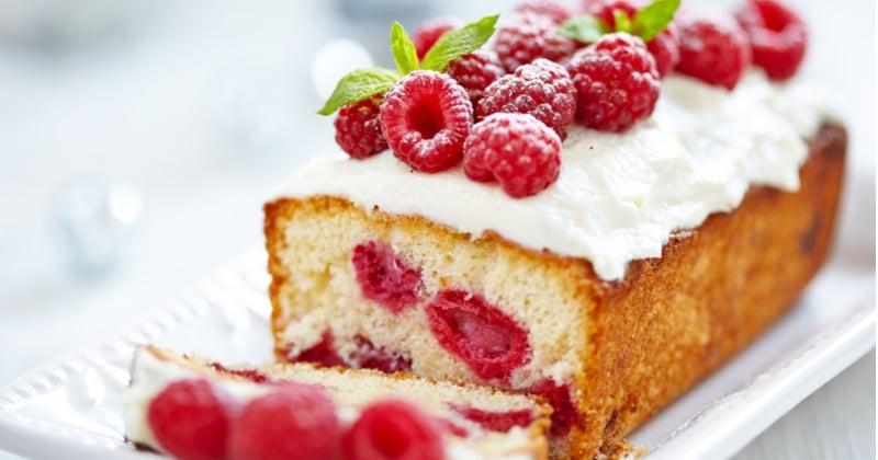 En pleine saison des fruits d'été, préparez un délicieux cake aux framboises !