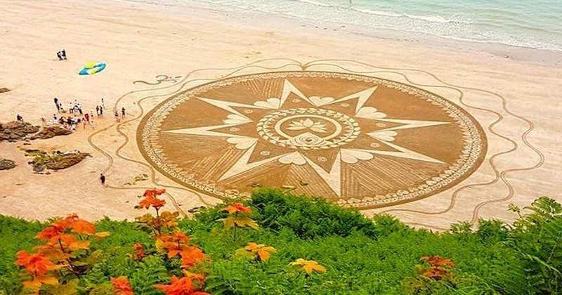 Elle dessine d'impressionnants motifs sur le sable des plages bretonnes
