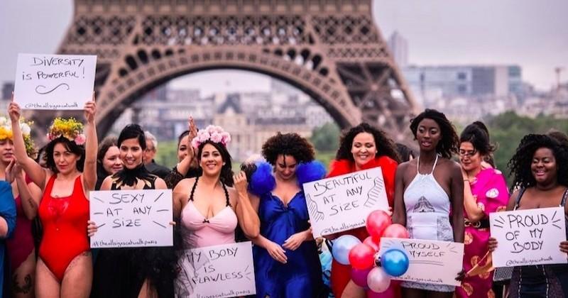 Pour dénoncer les diktats de la mode, ces femmes rondes défilent en tenue légère au Trocadéro