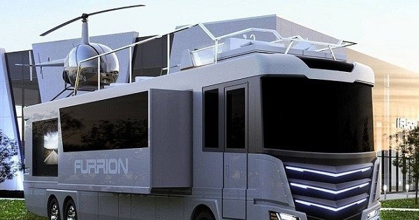 Si vous aimez le camping et le luxe sans limites, ce van ultra-moderne, avec hélicoptère et jacuzzi sur le toit, va sûrement vous épater !