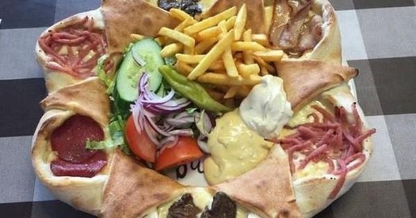Découvrez une des meilleures pizzas au monde : La Vulkan ! Il y a de quoi bien caler le ventre...