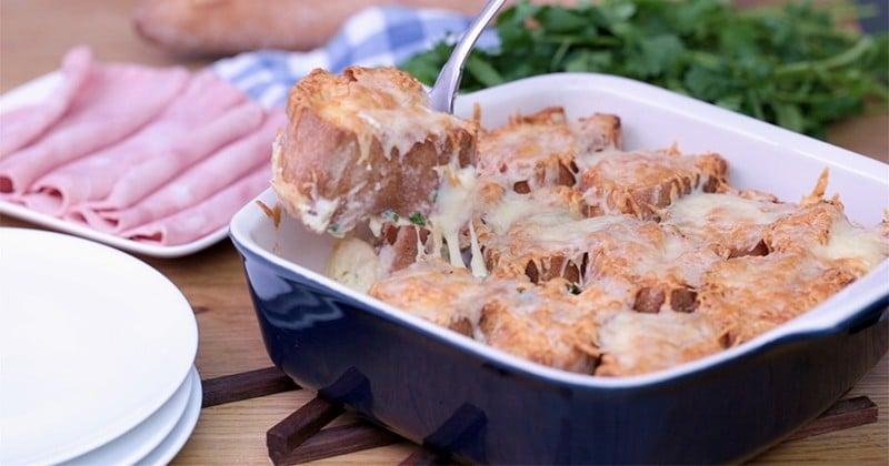 Du pain garni de fromage à raclette et de jambon et servi en gratin, c'est le summum de la gourmandise!