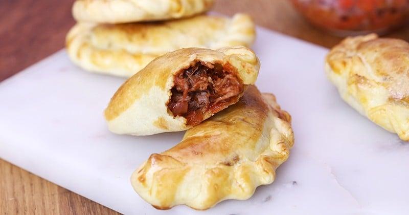 Direction l'Argentine avec la recette des empanadas fourrés à la sauce tomate et à l'épaule d'agneau effilochée