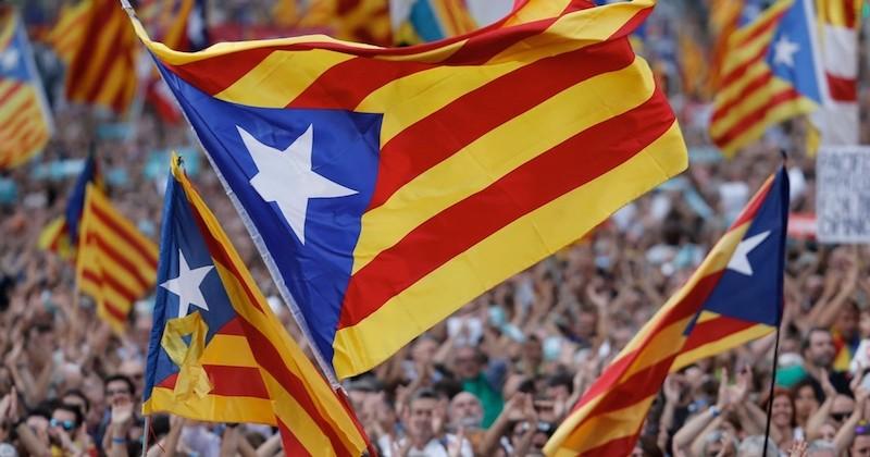 La Catalogne proclame officiellement son indépendance de l'Espagne