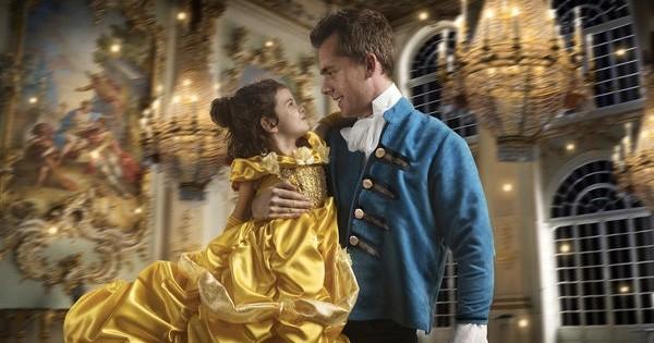 Ce papa offre à sa fille un photoshoot spécial « La Belle et la Bête », et les photos sont trop belles : on craque !