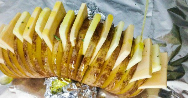 revisitez la pomme de terre au four avec cette recette originale vous allez avoir faim. Black Bedroom Furniture Sets. Home Design Ideas