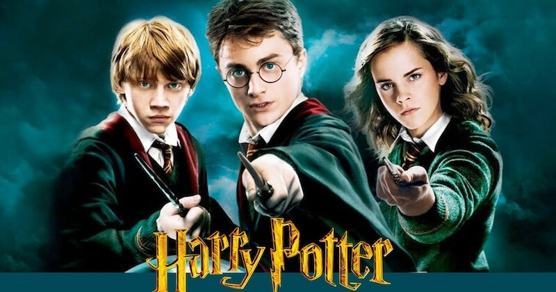 """J.K. Rowling lance le site """"Harry Potter at home"""" pour vous occuper pendant le confinement"""