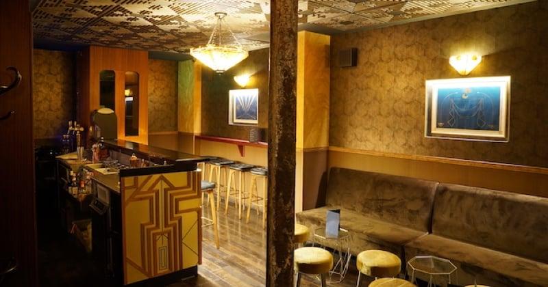 A table avec le Mobster bar, un speakeasy caché comme à l'époque de Gatsby !