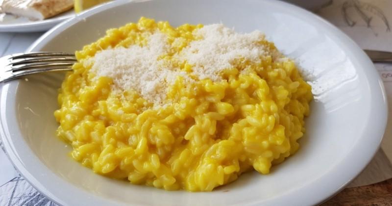 Voyagez à Milan grâce au risotto au safran, crémeux et facile à réaliser !