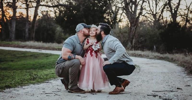 Ces deux papas ne sont pas en couple mais partagent leur amour pour leur fille dans cette séance photo