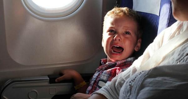 Une compagnie low-cost met en place dans ses avions des zones uniquement réservées aux adultes, pour y garantir calme et sérénité. Une bonne idée ?