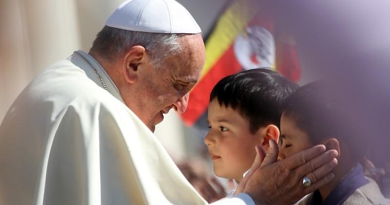 Le pape préconise l'aide psychiatrique pour les enfants dont l'homosexualité est constatée