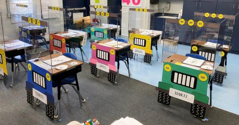 En Floride, des professeurs ont transformé les bureaux en Jeep pour inciter les enfants à respecter la distanciation sociale