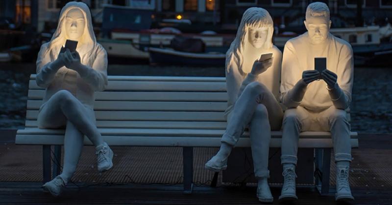 Cette installation lumineuse dénonce notre addiction au smartphone