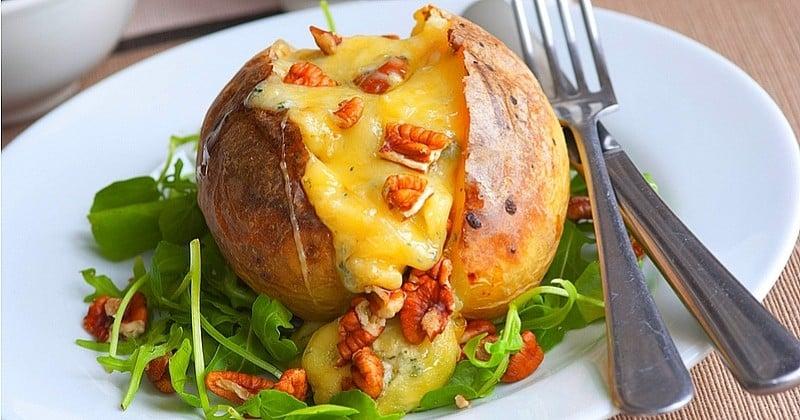 Overdose de raclette ? Faites place aux pommes de terre farcies à la Fourme d'Ambert et aux noix !