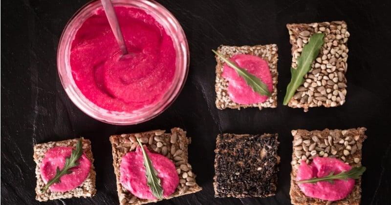 Le Pink houmous: du houmous délicieux et rose à la betterave, prêt en 5 minutes!