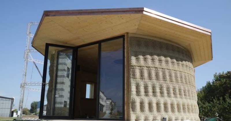 Une entreprise construit la première maison en terre et paille imprimée en 3D