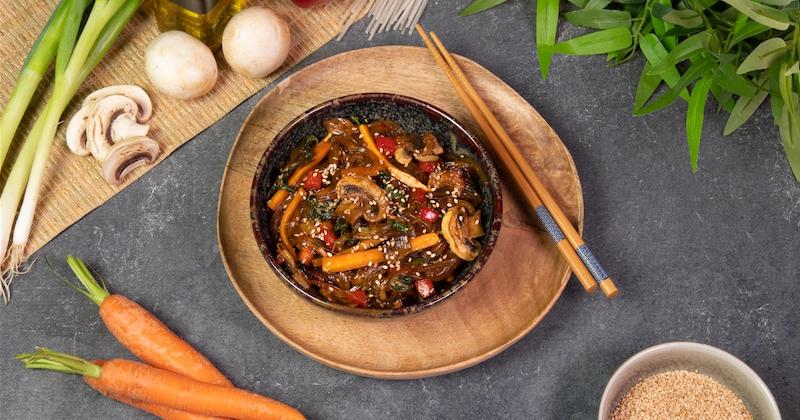Japchae aux légumes, la recette coréenne à adopter !