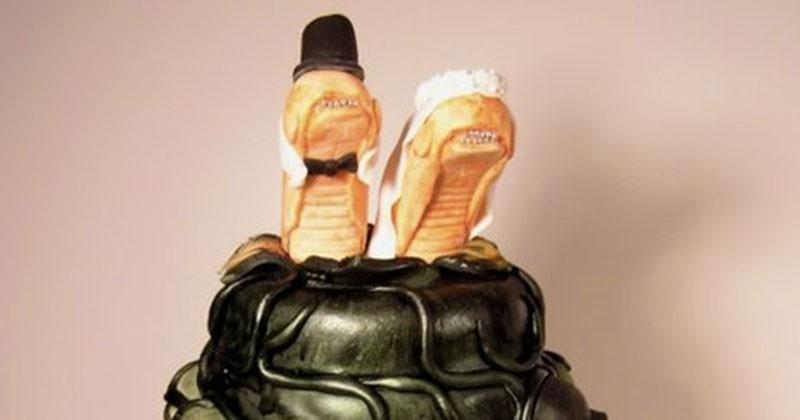 Ces tourtereaux se sont unis pour le meilleur et le pire, mais surtout pour le pire (à en juger ces affreux gâteaux de mariage)