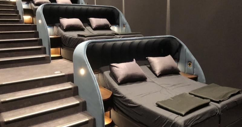 En Suisse, un cinéma inaugure des lits doubles pour se sentir comme à la maison