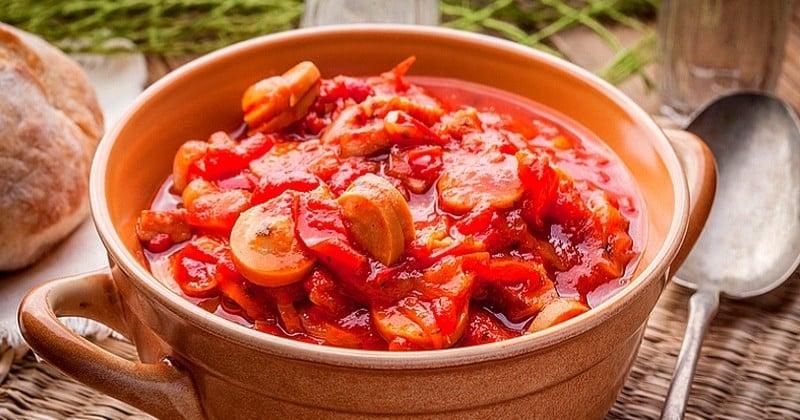 Pimentez vos repas avec le rougail saucisses, plat typique réunionnais !