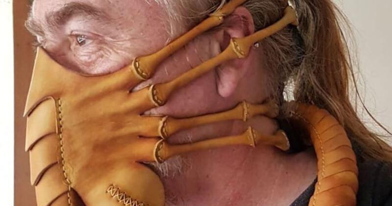 Ce maroquinier fabrique des masques de protection à l'effigie du Facehugger d'Alien