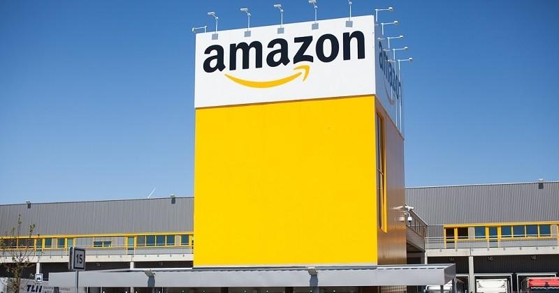 Amazon accusé de détruire des millions d'objets neufs, bientôt une loi pour éviter de jeter ces invendus ?