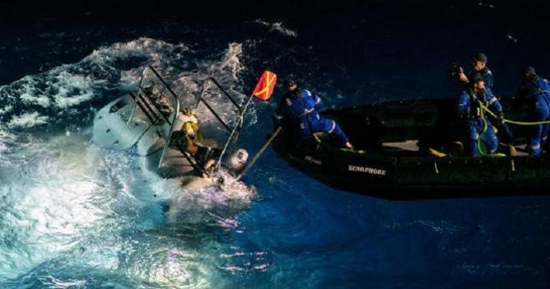 Il établit un nouveau record de plongée sous-marine et découvre des déchets plastiques au fond de l'océan