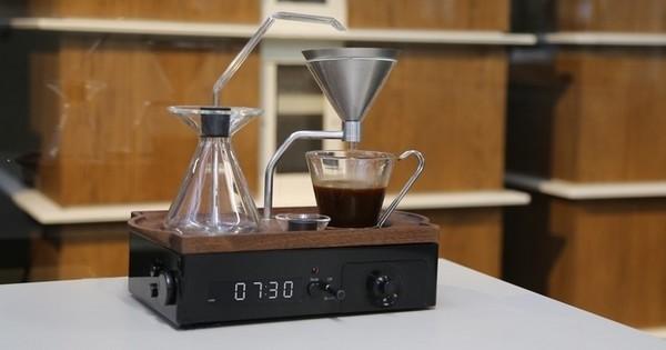 Le « réveil-café », le réveil révolutionnaire qui vous réveille tout en faisant votre café... Le pied !