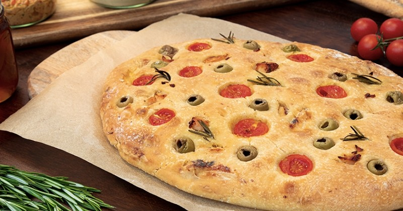 Fougasse poulet tomates olives romarin - Recette