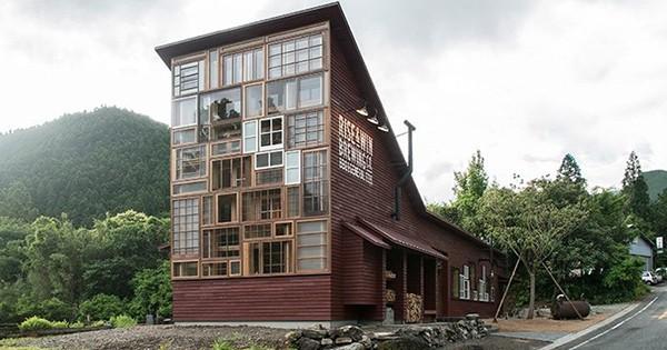 Au Japon, cette brasserie a été totalement construite avec des matériaux recyclés
