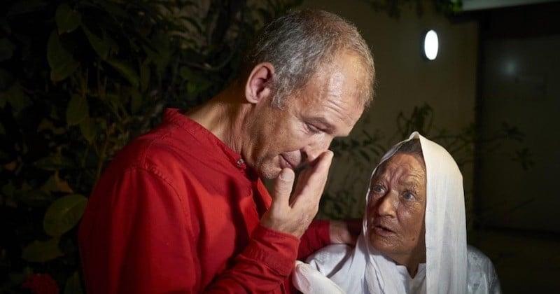 Les retrouvailles émouvantes entre l'ex-otage Sophie Pétronin et son fils Sébastien, à Bamako
