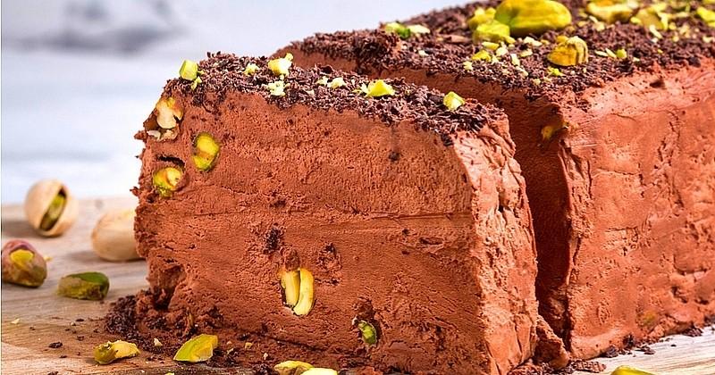 Pour les fêtes, délectez-vous d'un succulent Semifreddo au chocolat et à la pistache !