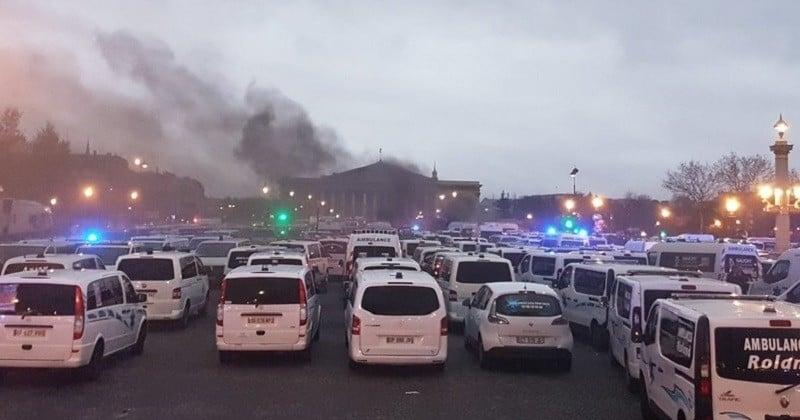 Les ambulanciers manifestent contre «l'ubérisation» de leur métier devant l'Assemblée nationale