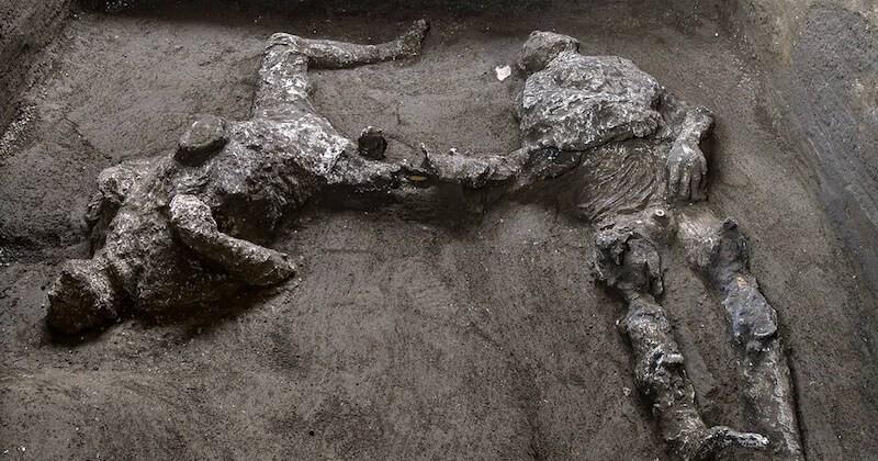 Les restes de deux victimes, qui tentaient de fuir l'éruption du Vésuve, ont été retrouvés sur le site de Pompéi