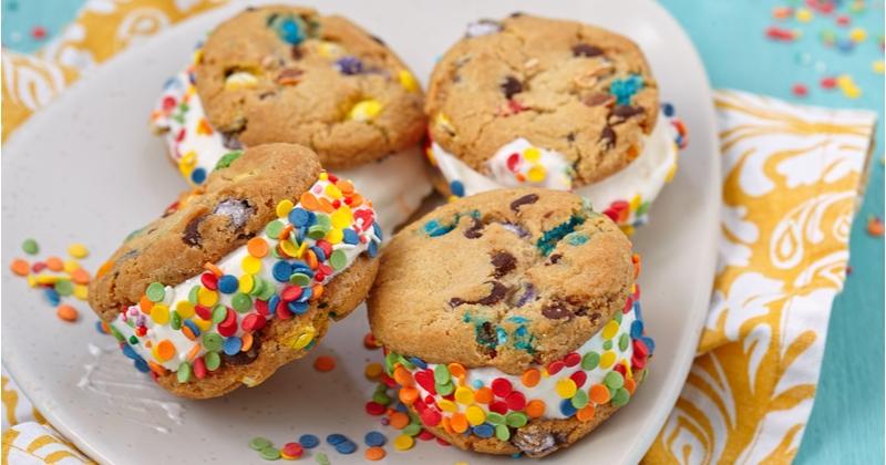 Vous allez adorer les sandwichs glacés aux cookies, parfaits pour passer un été délicieux !