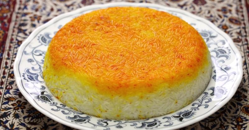 Essayez le riz safrané iranien, un plat délicat aux parfums envoûtants!