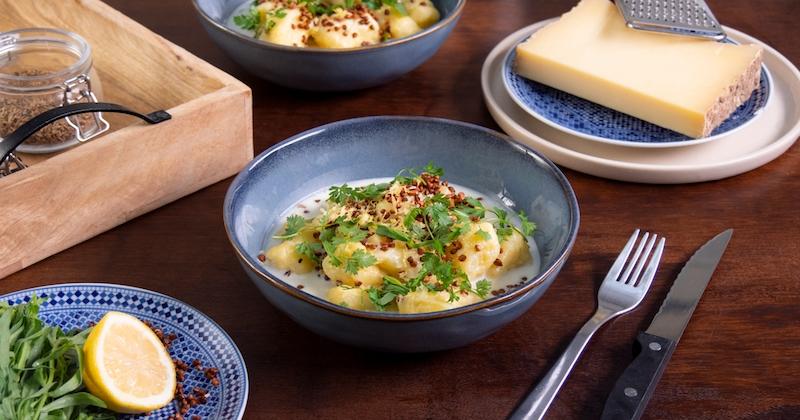 Alexia Duchêne nous apprend à cuisiner des gnocchis de pommes de terre, avec une sauce au Beaufort et du sarrasin soufflé