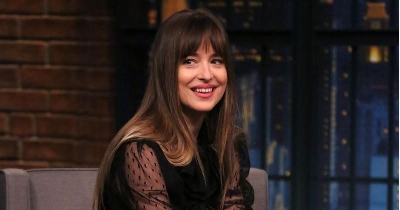 Dakota Johnson (Cinquante nuances de Grey) et Chris Martin de Coldplay se seraient fiancés
