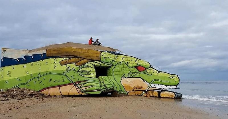 Le dragon Shenron de Dragon Ball surgit d'une plage de Normandie grâce aux street artistes Blesea et Baby K