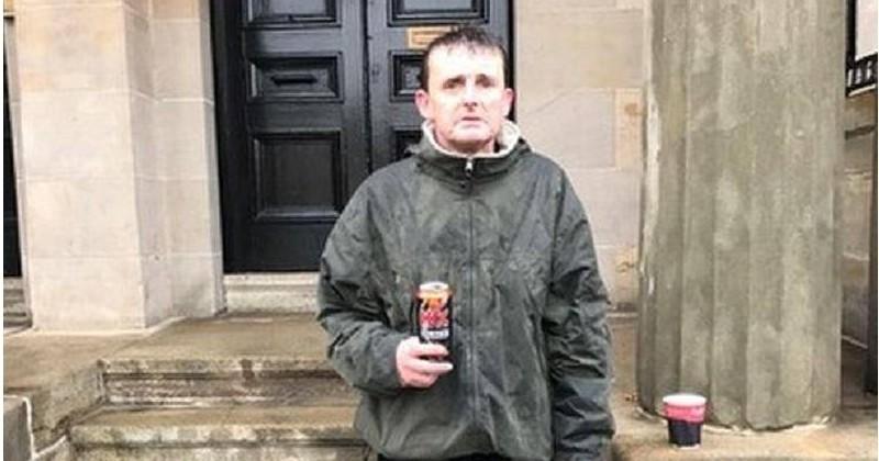 Un SDF attend pendant plus de deux heures sous la pluie pour empêcher les 500 € d'un inconnu de se faire voler
