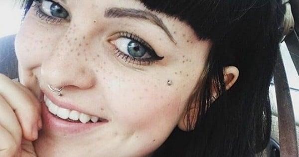 Le tatouage de taches de rousseur ? La nouvelle tendance beauté qui fait fureur !