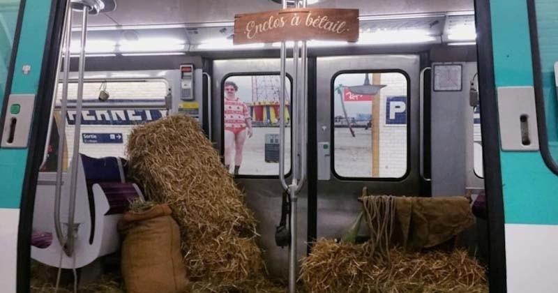 À Paris, une rame de la ligne 13 a été recouverte de foin comme si c'était un enclos à bétail