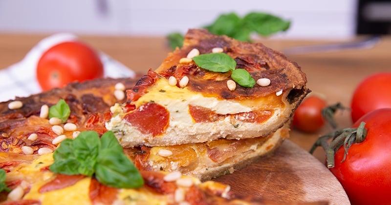 Faites-vous plaisir avec une délicieuse quiche aux accents très italiens, parfumé à la tomate et au basilic